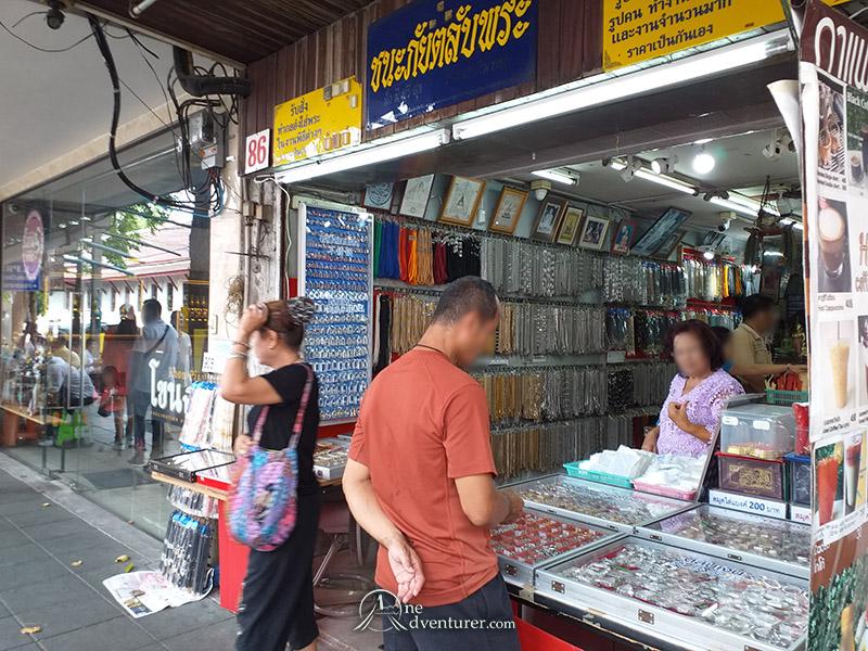 amulet market thailand stall