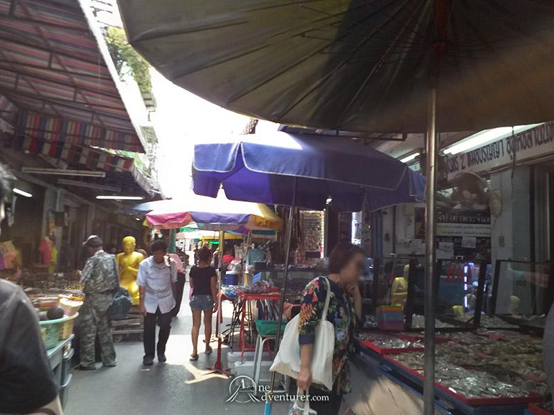 amulet market thailand stores