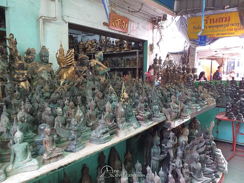 amulet market thailand statues