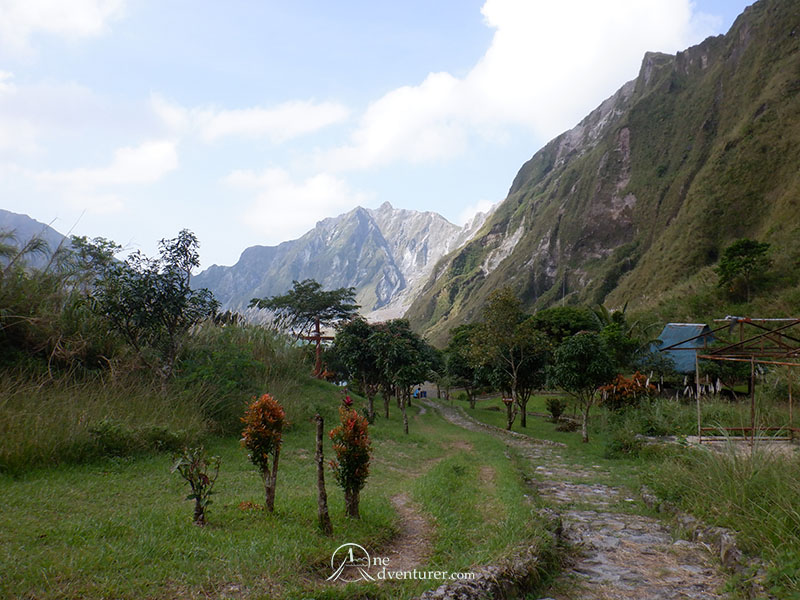 mt pinatubo one adventurer route to crater lake
