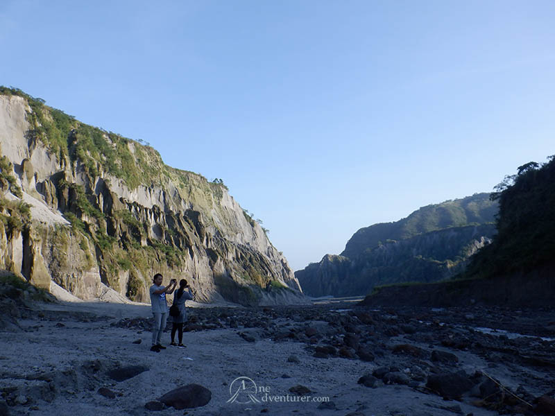 mt pinatubo take pictures one adventurer